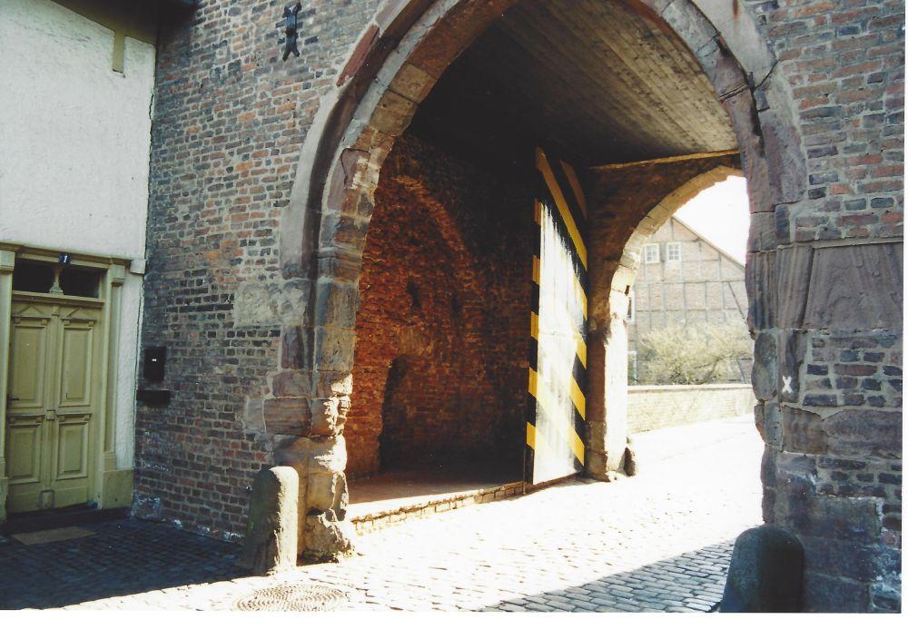 Kaster Blick durch Tor