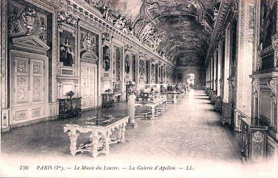 Innenansicht Louvre Paris