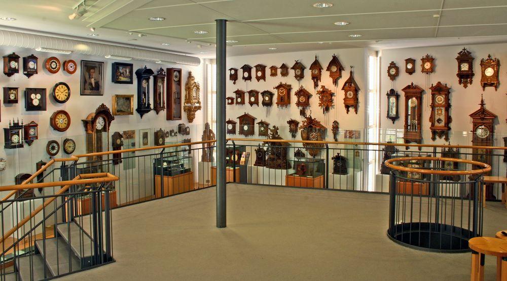 Pavillon mit Ihren, Schwarzwalduhren im Deutschen Uhrenmuseum Furtwangen