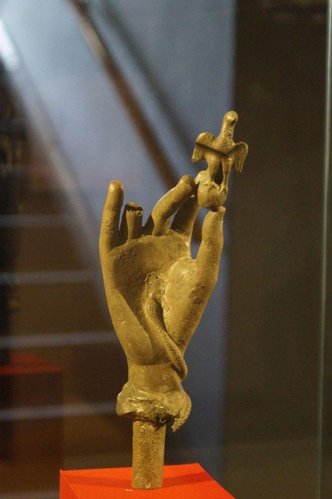 Dolichenushand - Bronzene Kultuhand des Gottes Jupiter Dolichenus - Gelduba - Krefeld Gellep - Museum Burg LInn