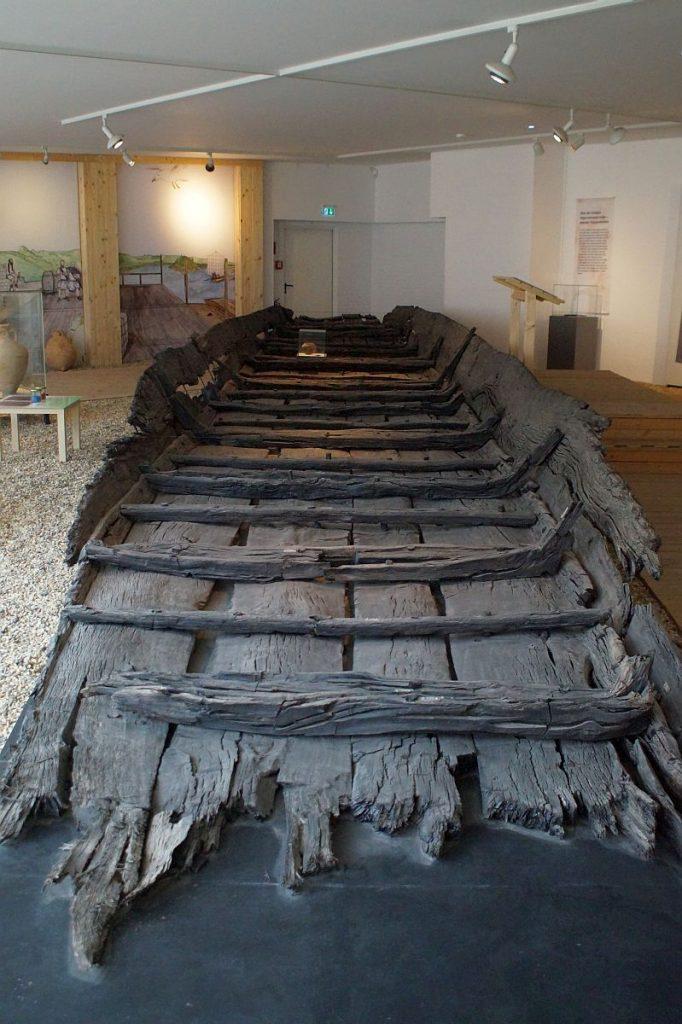 Schiffshalle Museumszentrum Burg Linn - Lastkahn aus fränkischer Zeit