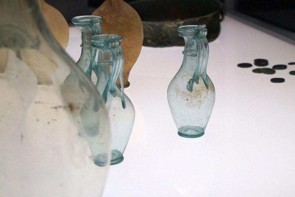 Römisches Glas, Münzen, Keramik Museum Burg Linn