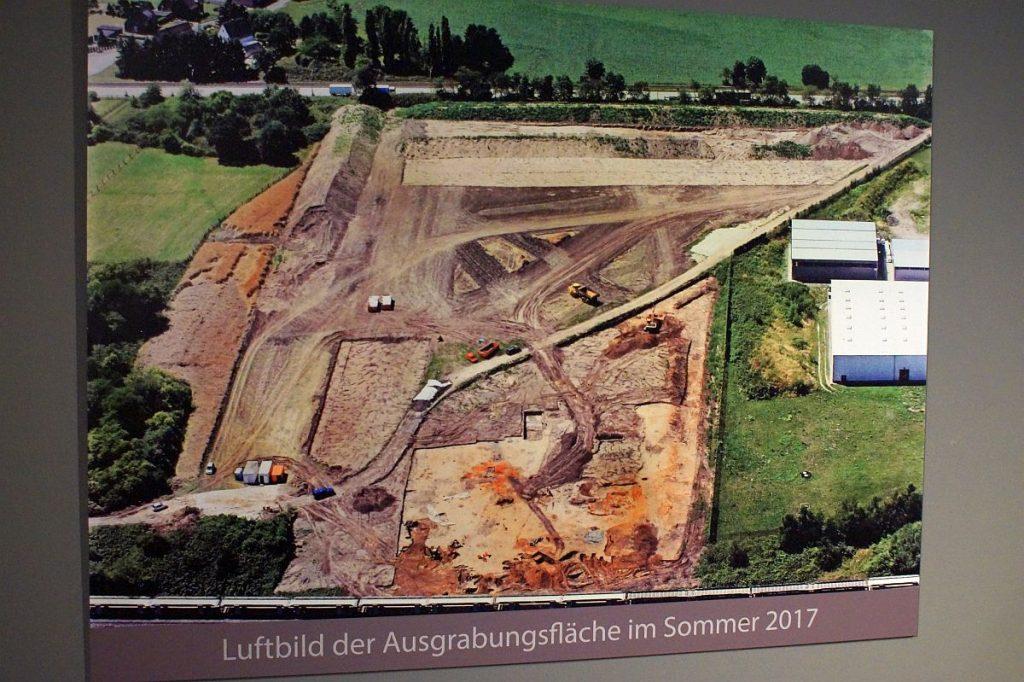 """Luftbild der Ausgrabungsfläche """"Gelduba"""" - Krefeld-Gellep Sommer 2017"""