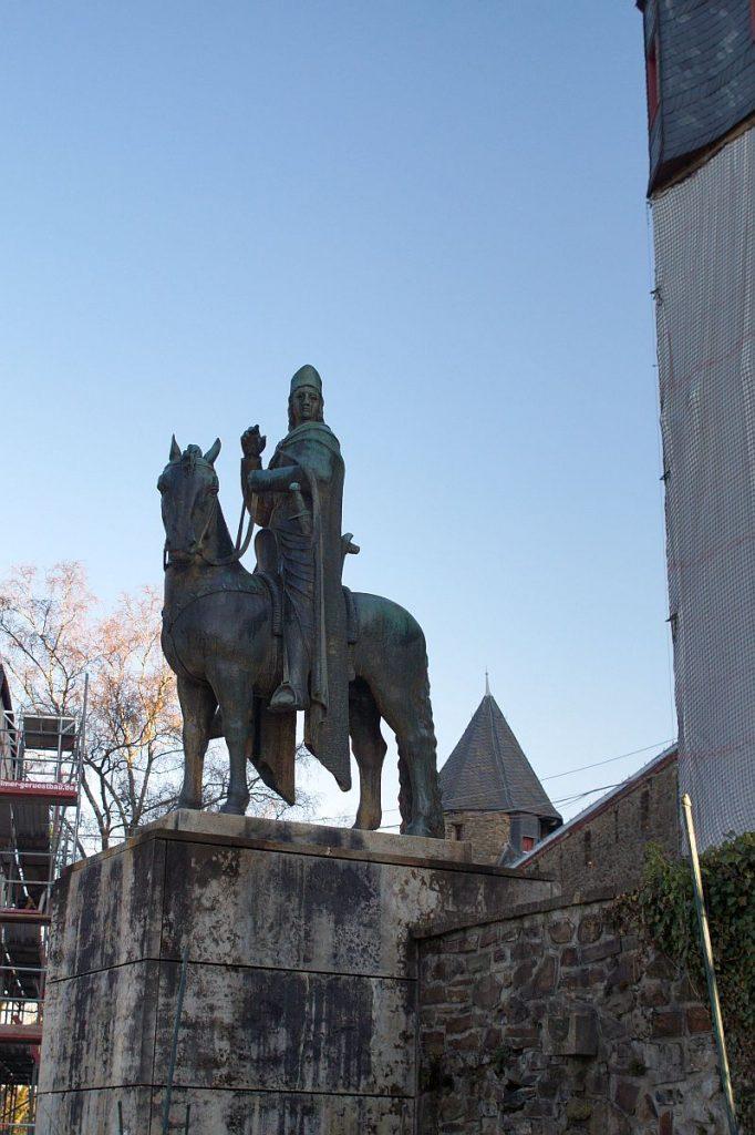 Graf Engelbert von Berg, Erzbischof Engelbert von Köln, Engelbert der Heilige - Standbild Schloss Burg