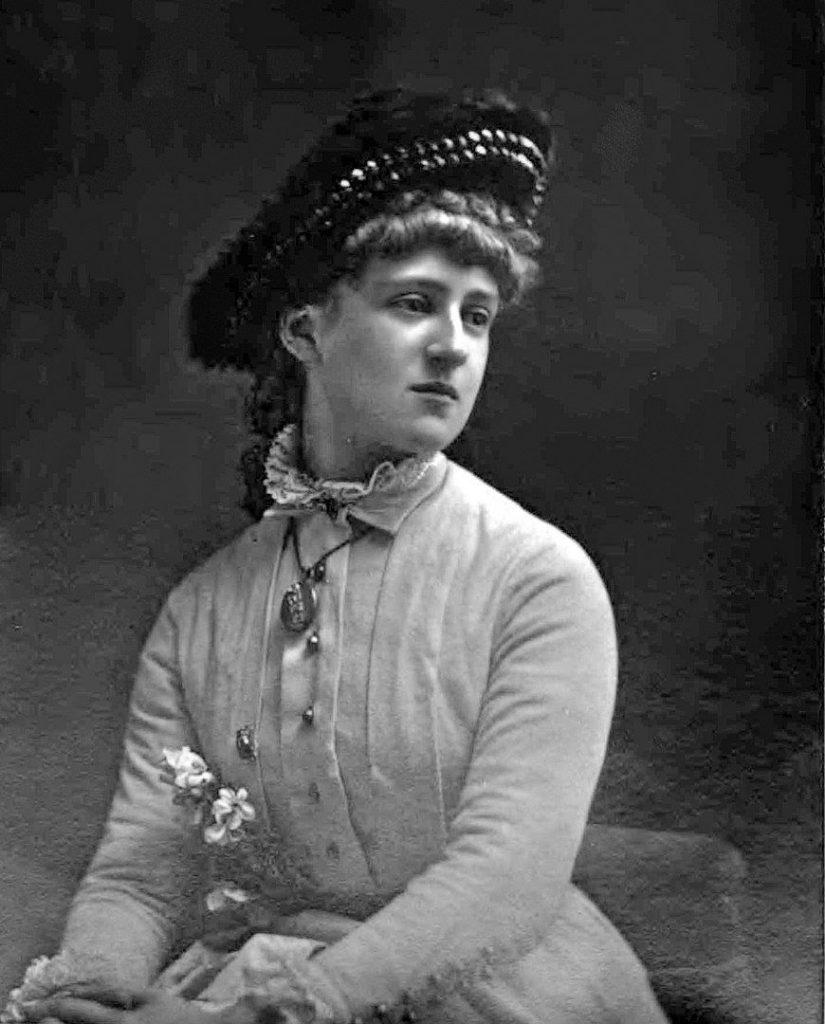 Elizabeth Alice Hawkins-Whitshed (als Mrs. F. Burnaby), ca. 1883
