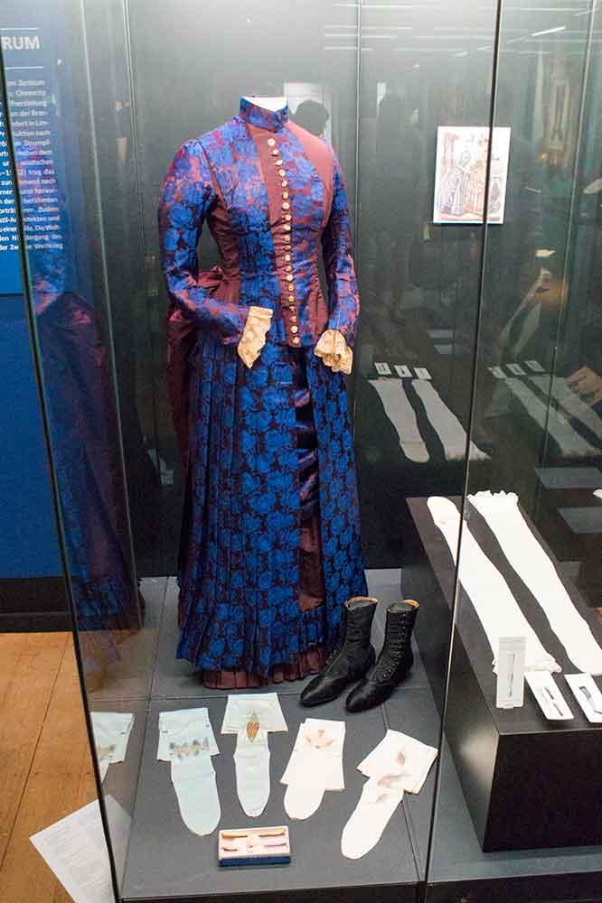 Damenstrümpfe 19. Jahrhundert