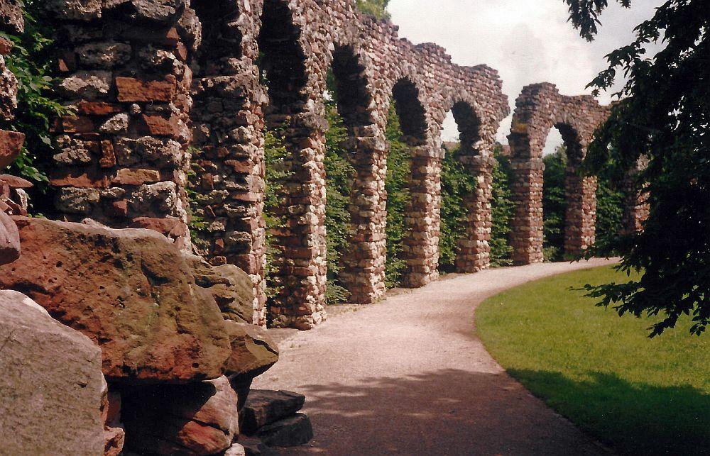 römisches Aquädukt Schlosspark Schwetzingen